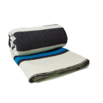 Vlněná deka extra silná bíla s černými a modrými pruhy 160 x 220 cm